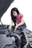 Donna con un'automobile rotta Fotografie Stock Libere da Diritti