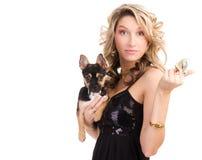 Donna con un cagnolino Fotografia Stock