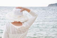 Donna con un cappello Fotografia Stock Libera da Diritti