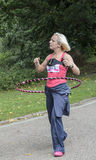 Donna con un cerchio di hola, Corsa-per-vita Regno Unito Immagini Stock