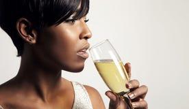 Donna con un champagne Fotografie Stock Libere da Diritti