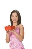 Donna con un contenitore di regalo Fotografia Stock Libera da Diritti