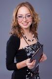 Donna con un dispositivo di piegatura Immagini Stock
