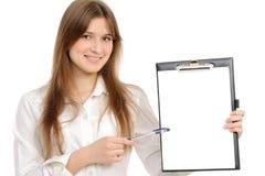 donna con un dispositivo di piegatura che rappresenta qualcosa Immagine Stock Libera da Diritti