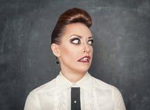 Donna con un'espressione di timore fotografia stock libera da diritti