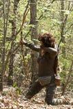 Donna con un longbow tradizionale Fotografia Stock Libera da Diritti