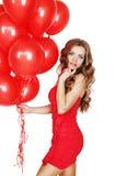 Donna con un mazzo di palloni rossi Immagini Stock Libere da Diritti