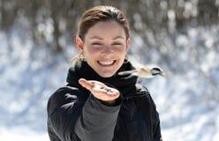 Donna con un piccolo uccello fotografia stock libera da diritti