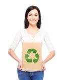 Donna con un sacco di carta con un simbolo di ecologia fotografia stock