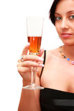Donna con un vetro di liquore. fotografia stock libera da diritti