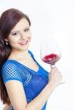 Donna con un vetro di vino rosso Immagini Stock