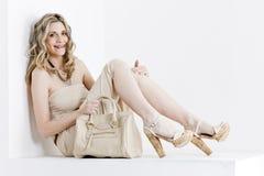 Donna con una borsa Immagine Stock Libera da Diritti