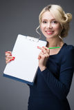 Donna con una compressa Fotografie Stock