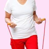 Donna con una corda di salto Immagini Stock
