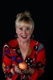 Donna con una mela Immagini Stock Libere da Diritti