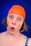 Donna con una protezione arancione di nuotata Immagini Stock Libere da Diritti