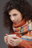 Donna con una tazza di tè Immagini Stock Libere da Diritti