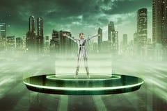 Donna in costume del lattice che va allo spazio con il disco volante Immagini Stock Libere da Diritti