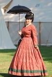 Donna in costume di periodo di 1860's Immagine Stock