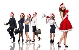 Donna in costume di Santa Claus con la gente di affari fotografie stock