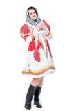 Donna in costume russo piega di tradizione con lo scialle Isolato su priorità bassa bianca Fotografia Stock