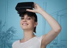 Donna in cuffia avricolare di realtà virtuale contro le finestre disegnate a mano blu Fotografia Stock Libera da Diritti