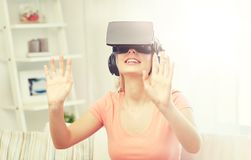 Donna in cuffia avricolare di realtà virtuale o vetri 3d Immagine Stock Libera da Diritti