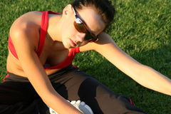 donna d'allungamento sportiva Immagine Stock