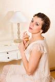 Donna d'annata con profumo Fotografia Stock