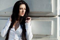 Donna d'avanguardia sexy del brunette fotografia stock libera da diritti