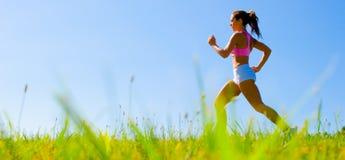 donna d'esercitazione atletica Fotografia Stock Libera da Diritti