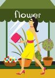 Donna davanti al fiorito Fotografia Stock