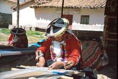 Donna del Amerindian e tessile andina Fotografia Stock Libera da Diritti