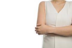 Donna del braccio del ` s dell'incrocio uno su fondo bianco isolato Fotografia Stock