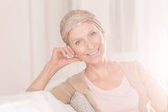 Donna del Cancro con l'atteggiamento positivo immagini stock libere da diritti