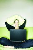 Donna del computer portatile fotografie stock libere da diritti