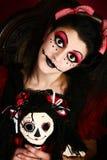Donna del costume della bambola di Goth immagine stock