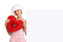 Donna del cuoco unico che mostra tabellone per le affissioni con forma del cuore Fotografia Stock Libera da Diritti
