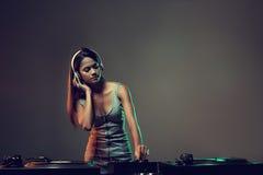 Donna del DJ di musica Fotografie Stock Libere da Diritti