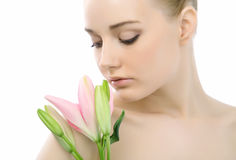 Donna del fronte di ?lose-up con un fiore. Fotografia Stock Libera da Diritti