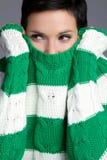 Donna del maglione di inverno fotografia stock libera da diritti