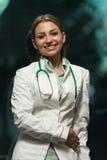 Donna del medico nell'ufficio Fotografia Stock