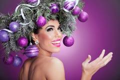 Donna del modello di moda di Natale L'acconciatura del nuovo anno di natale e fa Fotografie Stock