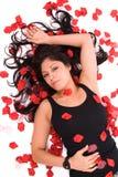 Donna del petalo di Rosa. Fotografia Stock Libera da Diritti