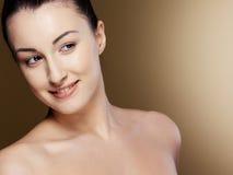 Donna del ritratto del primo piano giovane Fotografia Stock