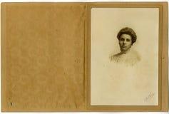 Donna del ritratto dell'annata giovane Fotografia Stock Libera da Diritti