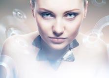 Donna del robot con predatore Fotografia Stock