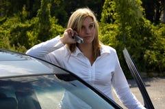 Donna del settore della telefonia mobile Immagini Stock