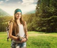 Donna del viaggiatore con lo zaino Fotografia Stock