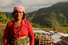 Donna del villaggio del villaggio di Sindhupalchowk dopo il earthqu fotografia stock libera da diritti